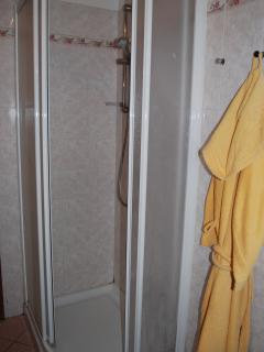 Shower - bathrobes are supplied included in the price!