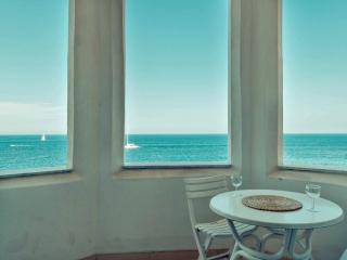 Charming Seafront 3 bedroom Apartment