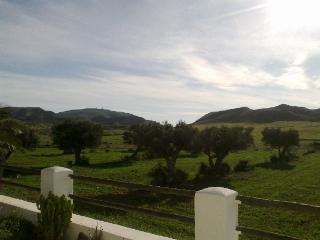 Vista desde jardin y porche / View from garden and porch