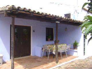 Casa em pequena quintinha(Casa Do Forno)