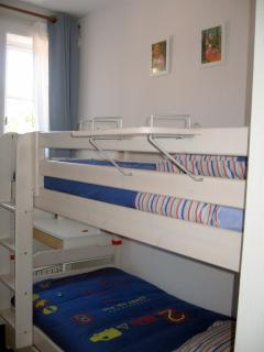 Chambre 2, avec 2 lits superposés, largeur 90 cm