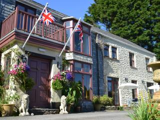 They share all the facilities of the adjoining Trimstone Manor Hotel
