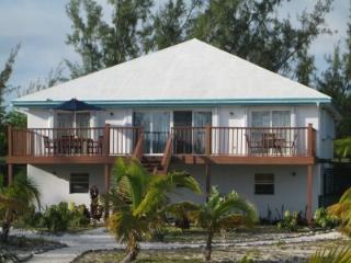 1 Bedroom  Apartment in  BEACHFRONT HOUSE  on BEST BEACH in EXUMA sleeping 2-4