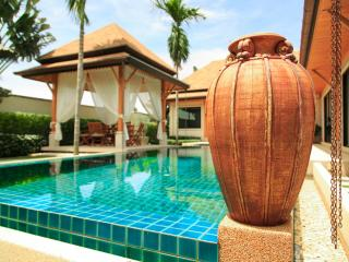VILLA OASIS 3 BEDROOM LARGE POOL - GREAT LOCATION CLOSE TO RESTAURANTS NAI HARN
