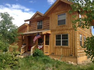 Cozy Grand Lake Cottage, Sleeps 8- 3 beds, 2.5 bath