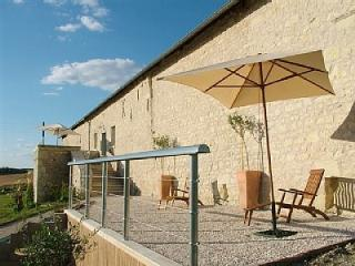 La Roche d'Enchaille Luxury accommodation with outdoor Hot tub in the Loire, Cussay