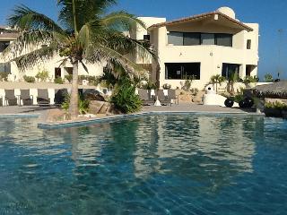 lounge-swim