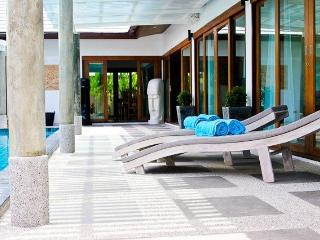 Our spacious sun deck with fresh towels for your comfort