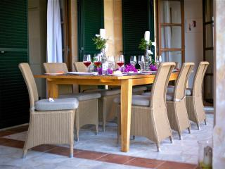 Sophisticated and social, this outside dining terrace can cater for up to 12 people