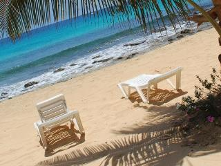 """On the beach"" 2 bedrooms ( sleeps 6), Santa Maria"