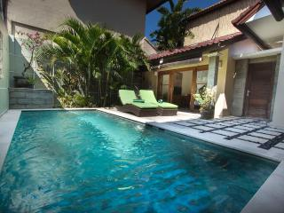 Villa Susan - Great Comfort 200m to Seminyak Beach
