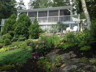 THE NEST| EAST BOOTHBAY | GREAT LOCATION | EASY WALK TO RESTAURANTS AND MORE | GREAT VIEWS | SCREENED PORCH, Boothbay