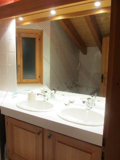 Upstairs en-suite bathroom view 1