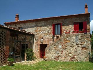 Beautiful cottage 2/9 people with pool, near Siena, Trequanda