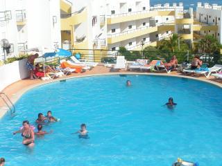 Apartamento estúdio com ver vista e piscina em Meia Praia Lagos