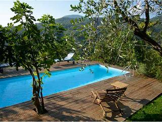Lovely House with Cute Pool, Castiglione Chiavarese