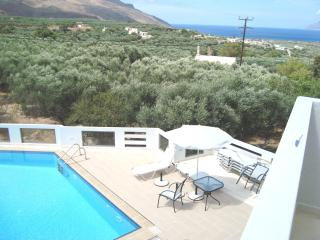 luxury big apartment , 2 bedrooms, sea view,  pool, Kissamos
