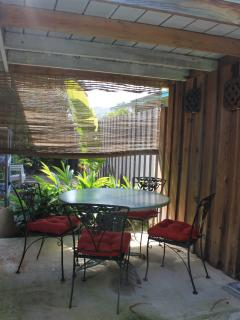 covered dining on the lanai