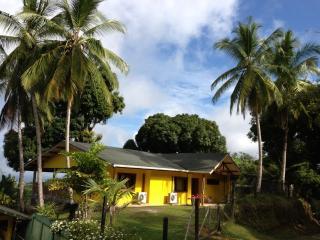 Casa Amarilla, Pavones