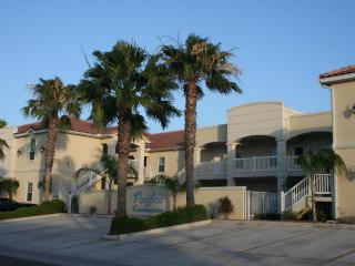 Gorgeous decorator condo! GROUND Floor, NEW RENTAL, Isla del Padre Sur