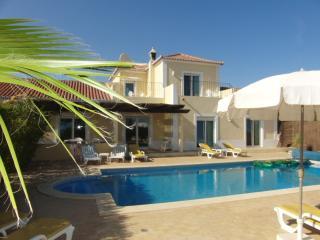 Villa Novo Paraiso , 10 x 5m pool, uktv, free wifi, Quelfes