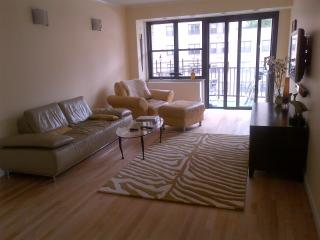 3br - 1600ft2 - Three bedroom apartment aval for July and August