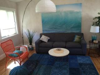 Charming Seacliff Beach Bungalow ~ Walk to Beach!