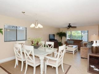 Walk to Crescent Beach, Upgraded Sea Winds Condo, Sarasota