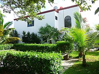 3 BR Private Colonial Villa in Cancun next to Park, Cancún