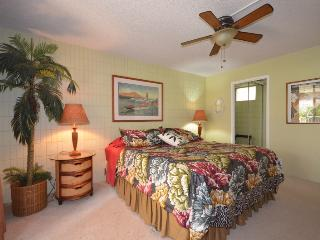 Beautiful Unit,Great Location- Steps to the Beach!, Kihei