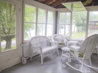 Wine Trail Cottage ~ beautiful 3 bedroom cottage on Seneca Lake, Hector