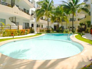 Walk to Beach & 5th, wi-fi, pool, great rates, Playa del Carmen