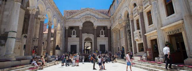 PERISTIL (Dioklecians Palace), 5 min walk