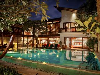 4 BR Villa Casis 200 Meters to Sanur Beach