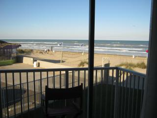 1br beachfront condo on south padre island (207), Port Isabel
