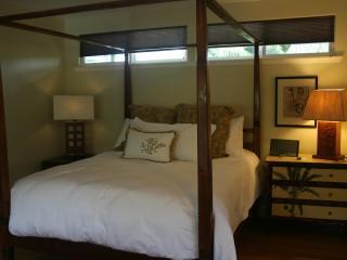 Balinese bed (queen)