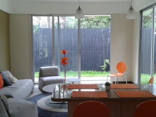 Peaceful home in Santa Ana, San Jose Metro area