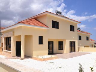Bright & Spacious Villa in Oroklini