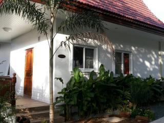 Hibiscus 2 Bedroom Cottage, 30 meters from beach., Ko Chang