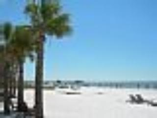 Riptide Condo, Fantastic location, steps to beach