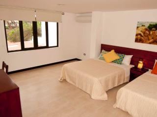 Bay View House Apartment With Garden View., Puerto Ayora