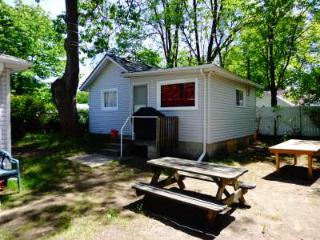 Biermans Cottage Company, Cottage #3, Large 6-8 pp, Wasaga Beach