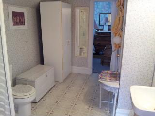 Large Ensuite with Shower