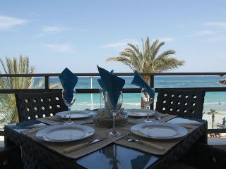 Luxury Beach Apartment Vista al Mar. First line!