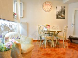 Artistic Dvornik Apartment In Split