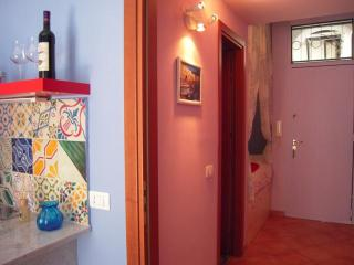 Studio in the center of Palermo ... 2 minutes walk from Piazza Politeama