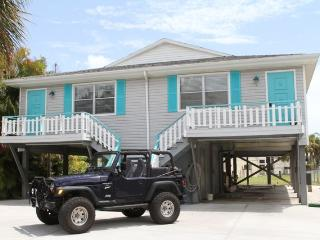"Sea La Vie Duplex  ""Feathered Nest by the Beach"", Fort Myers Beach"