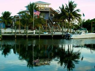 LUXURY EXECUTIVE ISLAND HOME W DOCK, Alice Town