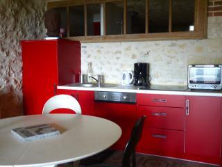 Cuisine installée complète avec lave-vaisselle, four et tout le matériel..