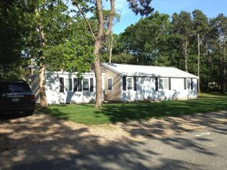 Newly Renovated Cape House.  12 Minute Short Stroll To Private Beach!, West Yarmouth